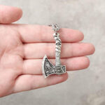 Ogrlica z obeskom Odin