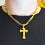 Obesek križ z verižico