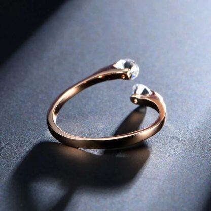 Eleganten prstan Dora