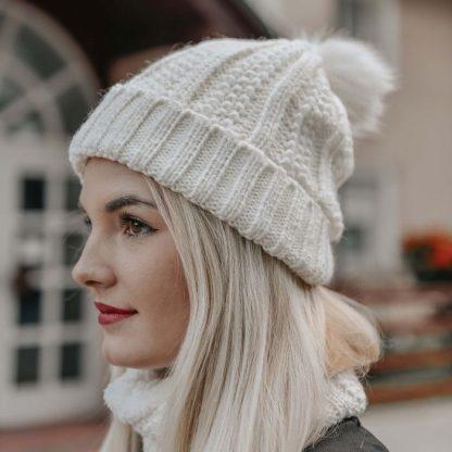 Komplet ženske kape in šala